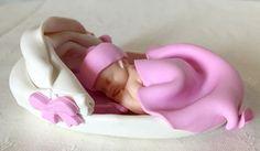Sur commande : Bébé fille bonnet rose couffin par cadeaumagique