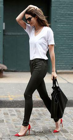กางเกงหนัง เสื้อยืดสีขาว Lily Aldridge