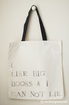 DIY Library Bag- I so wanna make this!