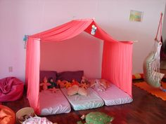 Casinha Waldorf Sleepover Birthday Parties, Girl Sleepover, Daycare Rooms, Kids Tents, Book Corners, Cozy Corner, Classroom Decor, Kids And Parenting, Girls Bedroom