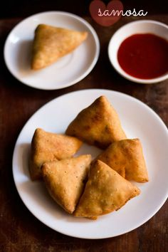 samosa recipe with step by step photos and video. these tasty punjabi samosa are flaky and crispy from outside with a delicious potato and peas stuffing. its a proper north indian punjabi samosa recipe which you are going to like. Veg Recipes Of India, Indian Food Recipes, Vegetarian Recipes, Vegan Meals, Appetizer Recipes, Snack Recipes, Cooking Recipes, Appetizers, Dishes Recipes