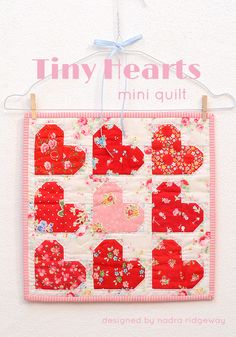 This cute mini quilt is just perfect to give as a present or decorate your home for Valentine's Day! Click here for the pattern!