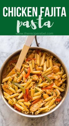 This One Pot Chicken Fajita Pasta is a complete meal in one, with veggies, sliced chicken breasts, and pasta in one flavorful sauce! #pasta #onepot #dinner #chicken #recipe