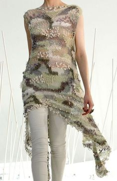 Super Fashion Design Patterns Yarns Ideas You are in the right place about Knitting stitches Here we offer you the most beautiful pictures about the. Knitwear Fashion, Knit Fashion, Fashion Outfits, Fashion Games, Knitting Designs, Knitting Patterns Free, Freeform Crochet, Knit Crochet, Creative Knitting