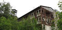 Viktorshöhe im Harz | Holzturm im Hintergrund, Gästehaus des ehemaligen Ferienheimes im ...