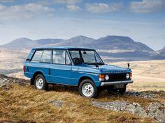 Belastingvrij en op lpg, dat is goedkoop en milieuvriendelijk de Mighty Range Rover V8 rijden! Tuscan Blue, wat mij betreft DE coolste kleur voor de twee deurs Range Rover, tevens de kleur van de e…
