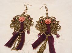 Boucles d'oreilles grandes estampes fleurs roses, perles et tissu violet