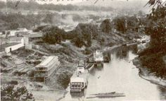 Ferry crossing the South Fork of the Cumberland River at Burnside, Kentucky, circa 1900 Cumberland Falls, Steam Boats, Christmas Is Over, Deer Park, Heaven And Hell, Historical Society, Old Pictures, Kentucky, Tours