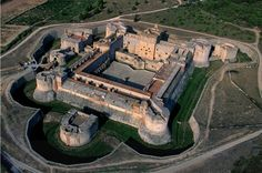 Salses Fortress is located in the department of Pyrenees Orientales in Languedoc-Roussillon region.The building is a veritable fortress. Roman Architecture, Historical Architecture, Chateau Moyen Age, Star Fort, Real Castles, Languedoc Roussillon, Walled City, Castle House, Fortification