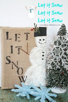 snowman burlap art 012 -Small burlap canvas, Stencil, paint brushes, chalky paint --Make the burlap board Christmas Craft Projects, Holiday Crafts, Holiday Fun, Christmas Decorations, Diy Projects, Winter Fun, Winter Christmas, Christmas Holidays, Christmas Canvas