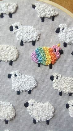 Embroider sheep with the Knotchenstich or French Knots - and right in the middle of a re- Schafe mit dem Knötchenstich bzw. French Knots sticken – und mitten drin ein Re Embroider sheep with the Knotchenstich or French Knots … - Creative Embroidery, Simple Embroidery, Hand Embroidery Stitches, Embroidery Hoop Art, Hand Embroidery Designs, Ribbon Embroidery, Cross Stitch Embroidery, Embroidery Ideas, Machine Embroidery