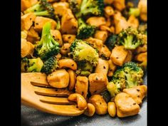 Here's the simplest recipe for cashew chicken and broccoli! An easy 30-minute stir fry that's low in carbs and packed with protein.