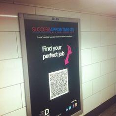 Dumm nur, dass das Plakat in der U-Bahn hing, wo es keinen Mobilfunkempfang gab