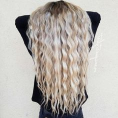 Crimped Hair is Back! 26 Crimped Hairstyles Ideas for 2018 Gekräuseltes Haar is Curls For Long Hair, Long Brown Hair, Long Curly Hair, Wavy Hair, Face Shape Hairstyles, Crimped Hairstyles, Curling Iron Hairstyles, Work Hairstyles, Bandana Hairstyles