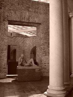 Escultura: Atleta Em Descanso. Pinacoteca do Estado de São Paulo. Fotografia de Mônica Yamagawa