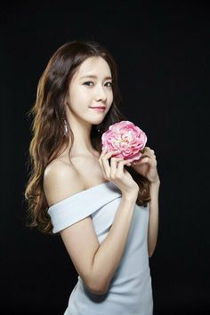 Yoona interview: Q: Happy with the drama; yoona: I like open ended drama> I was shocked coz i did know everybody will die.Yoojin and Sejun's story was sad<& Jeha & Anna could enjoy a life of happiness in SpaIn! Im Yoona, Sooyoung, Korean Beauty, Asian Beauty, Yuri, Girl's Generation, Korean Actresses, Beautiful Asian Girls, Beautiful Beautiful