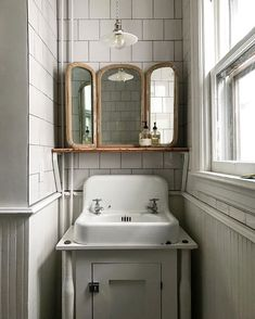 Subway Tiles and Vintage Details Bathroom inspiration – rustic home interior Apartment Interior, Home Interior, Interior And Exterior, Interior Design, Interior Ideas, Interior Decorating, Vintage Apartment, Diy Decorating, Bad Inspiration