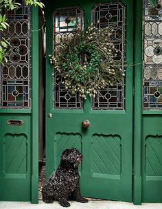 British paint expert Annie Sloan shares two new Chalk Paint colors for the holiday season, Athenian Black and Oxford Navy, and her best holiday paint tips. Chalk Paint Colors, Annie Sloan Chalk Paint, Annie Sloan Furniture, Paint Furniture, Furniture Makeover, British Paints, Antibes Green, Painting Shutters, Green Front Doors