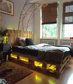 Palettenbett modern beleuchtet
