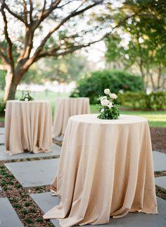 #cocktail-hour, #linens, #tablecloth  Photography: Justin DeMutiis Photography - justindemutiisphotography.com
