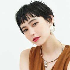 Pin by coum K on hair style in 2020 Grown Out Pixie, Hair Arrange, Mid Length Hair, Girl Short Hair, Grow Out, Dream Hair, Pixie Hairstyles, Personal Stylist, Hair Inspo
