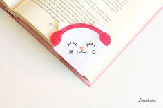 Gattino delle nevi bianco con paraorecchie fucsia, segnalibro ad angolo in feltro, amore per i gatti