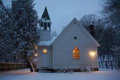 night-homes-house-unique-heartwarming-homes-design-ideas-for-winter.jpg 554×369 pixels