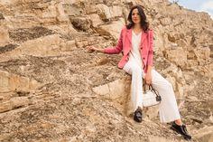 La combinación de mangas tejidas con tela felted, reinventan el clásico blazer #KUNA