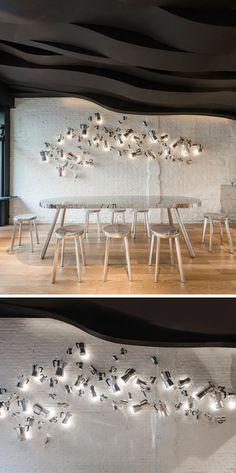 Оригинальный интерьер кафе: необычный декор на стене