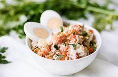 La ensalada rusa es una de las tapas o raciones. / #Ensalada #Las #raciones #rusa #Tapas #una Ensalada Rusa Recipe, Potato Salad, Ethnic Recipes, Base, Food, Gastronomia, Mayonnaise, Snap Peas, Olives
