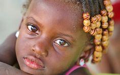 Una bambina incontrata sull'isola di Santiago