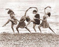 Photo Four Beach Dancers