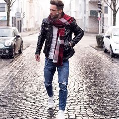 8 Stupendous Tips: Urban Fashion Streetwear Menswear urban fashion jackets.Urban Fashion For Women Winter urban fashion catwalk street styles. Men Looks, Vetements Shoes, Stylish Men, Men Casual, Casual Menswear, Fashion Menswear, Outfit Online, Black Leather Biker Jacket, Leather Jackets