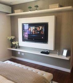 """""""Menos é mais"""". Painel clean e belo no quarto de casal."""