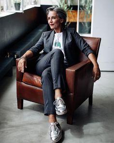 "18 gilla-markeringar, 1 kommentarer - Silver Agency Paris (@agencesilver) på Instagram: ""Catherine for Scottage #SilverIstheNewBlack #Silver #Classic#ClassicModel #Senior #Seniors #Beauty…"""