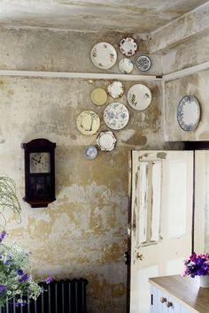 Durslade Farmhouse in the Somerset countryside is restoration perfection... http://www.we-heart.com/2014/08/06/durslade-farmhouse-hauser-wirth-somerset/