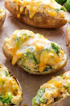 Broccoli and Cheddar Twice-Baked Potatoes - Baker by Nature AMAZING FLAVOR! Crispy broccoli and cheddar twice-baked potatoes are comfort food at its best. Click through for the recipe and step-by-step photos.Broccoli and Cheddar Twice-Baked Potatoes Side Dishes Easy, Vegetable Recipes, Vegetable Samosa, Broccoli Recipes, Chicken Recipes, Zuchinni Recipes, Vegetable Sides, Veggie Dishes, Food Dishes