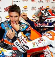 why is MM sticking AM earplugs in when wearing helmet? Marc Marquez, Charizard, Motogp, Honda, Fangirl, Brother, Helmet, Bike, Sports