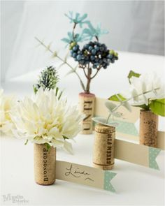 Make these pretty wine cork place cards for your next party! Wine Cork Crafts, Book Crafts, Paper Crafts, Kirigami, Cork Place Cards, Diy Buttons, Book Folding, Rag Quilt, Quilt Tutorials