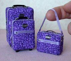 "the-purple-posts: ""Mini luggages 😂😝 "" Miniature Crafts, Miniature Dolls, Girl Dolls, Barbie Dolls, Accessoires Barbie, Mini Craft, Barbie Clothes, Barbie Stuff, Doll Stuff"