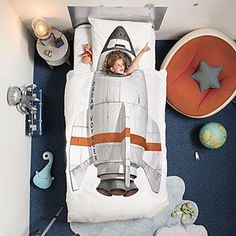 Rocket décor ideas | Find the most amazing and creative ideas to achieve the perfect rocket themed bedroom for kids! Go to CIRCU.NET