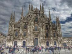 #Milano #duomomilano #visitmilano #visititaly #traveling #travelingram #milanocity #milanodavedere #milanodaclick #milanocityufficiale #travelersnotebook #traveler #biancoeneroitalia #biancoenero #view #picoftheday by nikyradu