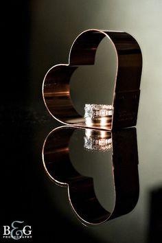 Wedding rings in guests favor