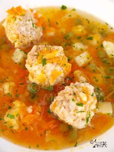 ciorba de perisoare Helathy Food, Lunches And Dinners, Meals, Soup Recipes, Healthy Recipes, Recipies, Romanian Food, Lebanese Recipes, Soul Food