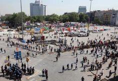Eylemlerin 15'nci gününde polisle bazı gruplar çatıştı. Gezi Parkı'nda bekleyen eylemciler ise 'Sevgi Zinciri' kurarak polis ile göstericiler arasında barikat oluşturdu.