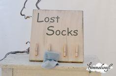 Hübsches Holzschild für die Waschküche oder auch das Kinderzimmer. Endlich weiß man wohin mit den einzelnen Socken. Und vielleicht taucht ja der ein o