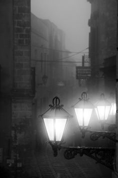 black and white photo | moody street photography | old street lighting