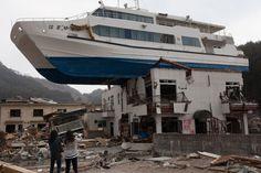 Tsunami. Yasuyoshi Chiba 2012 WPP