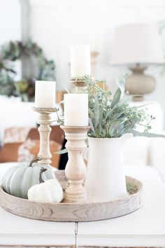 9 Gorgeous & Rustic Farmhouse Fall Centerpieces The farmhouse look is super popular! If you love this design style keep reading for some gorgeous farmhouse fall centerpieces that are perfect for you. Source by Decoexchange Fall Home Decor, Autumn Home, Diy Home Decor, Fall Kitchen Decor, Kitchen Island Decor, Rustic Fall Decor, Art Decor, Passion Deco, Decorating Coffee Tables