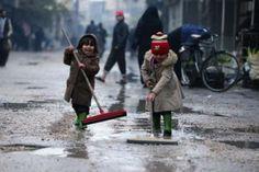 قوات الأسد تقتل خمسة اطفال في سوريا - http://aljadidah.com/2013/12/%d9%82%d9%88%d8%a7%d8%aa-%d8%a7%d9%84%d8%a3%d8%b3%d8%af-%d8%aa%d9%82%d8%aa%d9%84-%d8%ae%d9%85%d8%b3%d8%a9-%d8%a7%d8%b7%d9%81%d8%a7%d9%84-%d9%81%d9%8a-%d8%b3%d9%88%d8%b1%d9%8a%d8%a7/